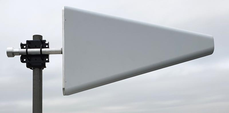 0.4 - 6 GHz directional antenna
