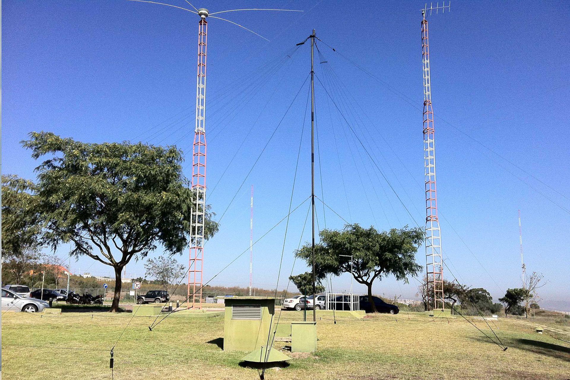 Military HF antennas 2 MHz - 30 MHz